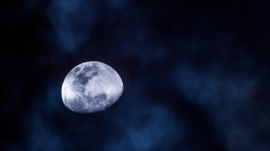 英会話を楽しくするイディオム~once in a blue moon~